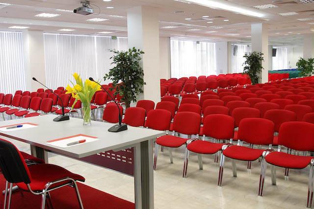 organización de conferencia decoración color rojo blanco oficial