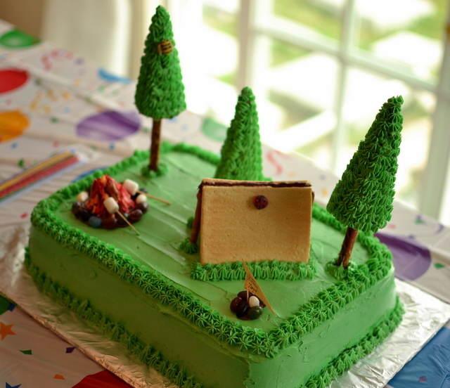 pastel cumpleaños decorado estilo campo pinos color verde