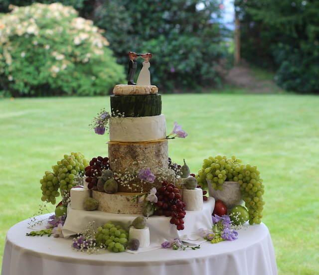 pastel de boda con queso estilo rústico verde