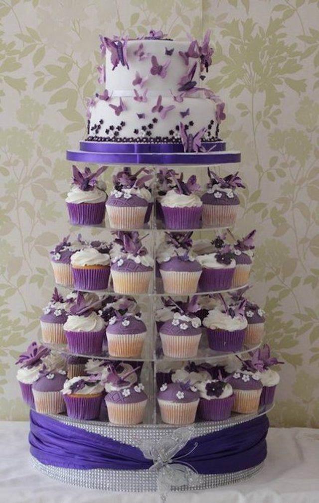 pastel de boda de navidad color lila mariposas modernas