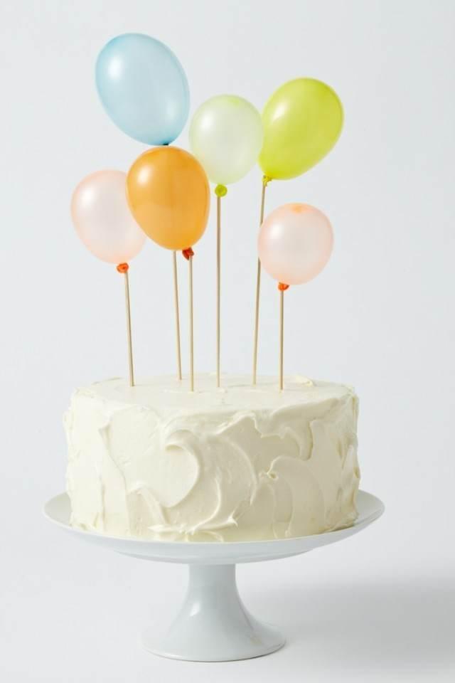 pastel decorado con globos pequeños idea innovadora