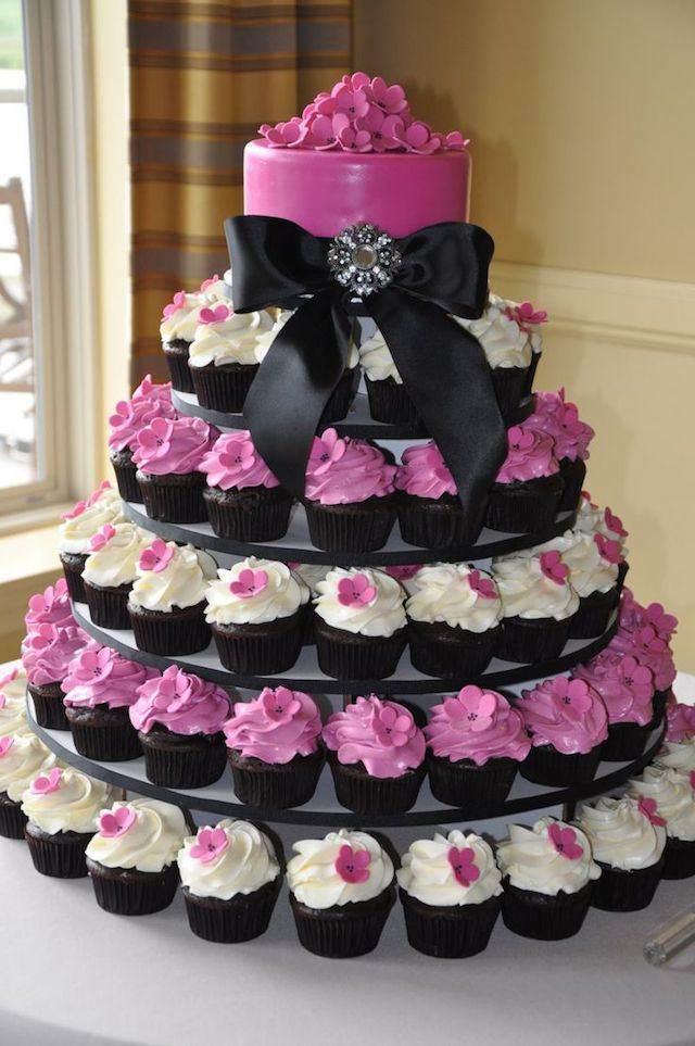 pastel hecho de magdalenas variante diferente roza