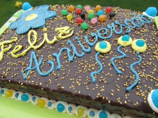 un pastel magnífico chocolate regalo feliz aniversario