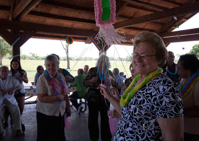 piñata para aniversario abuela tipo pull strings