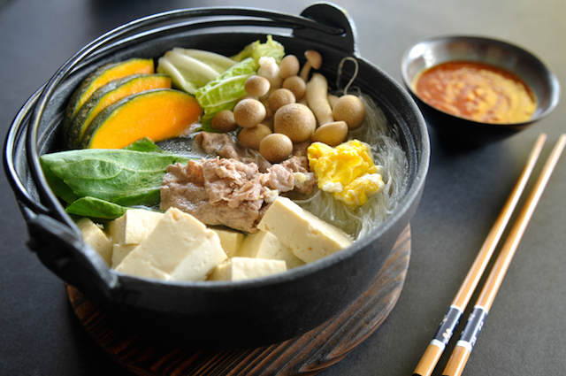 plato de nave sukiyaki fiesta temática Japón