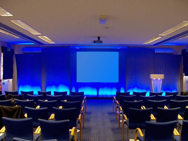 que es conferencia sala estilo innovador creativo iluminación