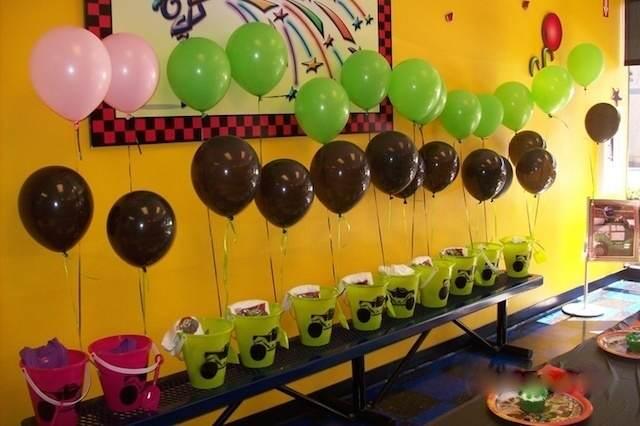 regalos atados con globos decoración linda