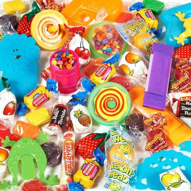 relleno de piñata mezcla dulces juguetes pequeños