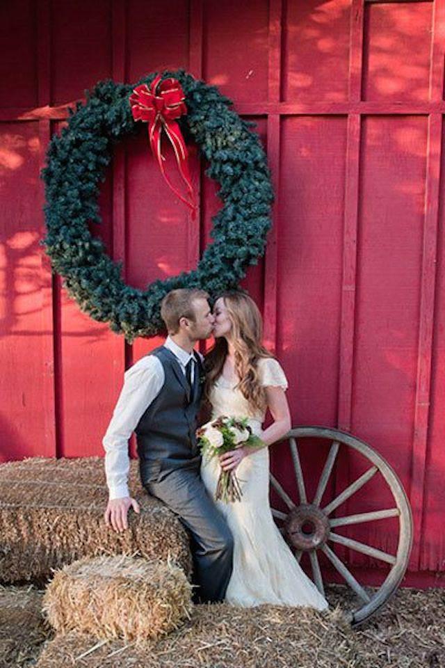 romance boda durante fiestas navideñas rojo