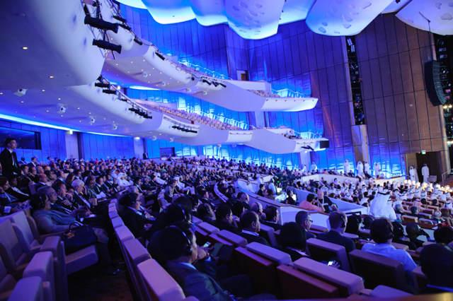 sala congresos grande iluminación innovadora azul