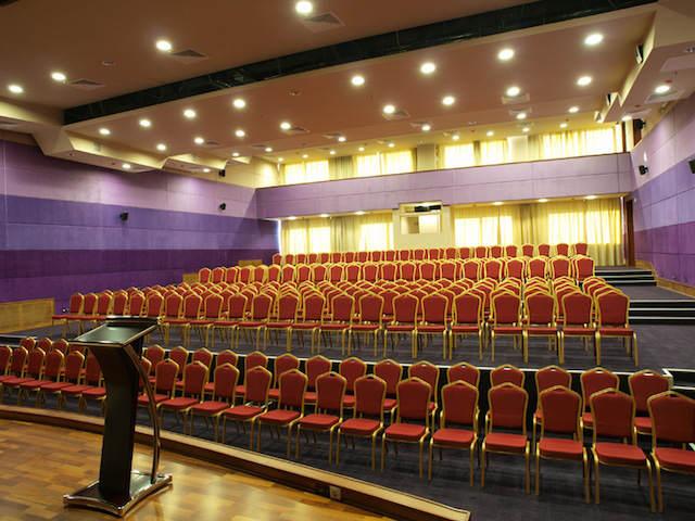sala pequeña organización congresos