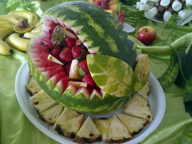 Preciosos arreglos frutales ideas hermosas y deliciosas - Pinas decoradas para centro de mesa ...