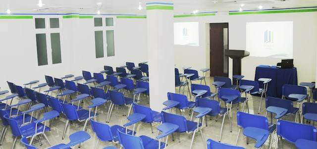 seminario lugar para realización eventos estilo clásico blanco