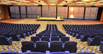 seminario-sala-moderna-confortable-peisaje-guapo