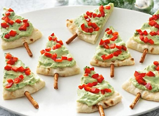 servicio de catering canapés en forma de árbol de Navidad