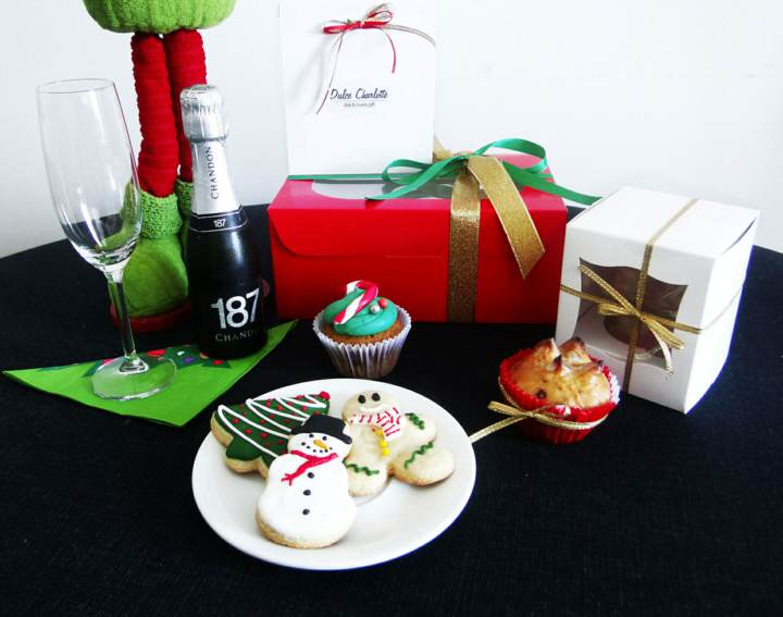 servicio de catering para Navidad decoración y regalos