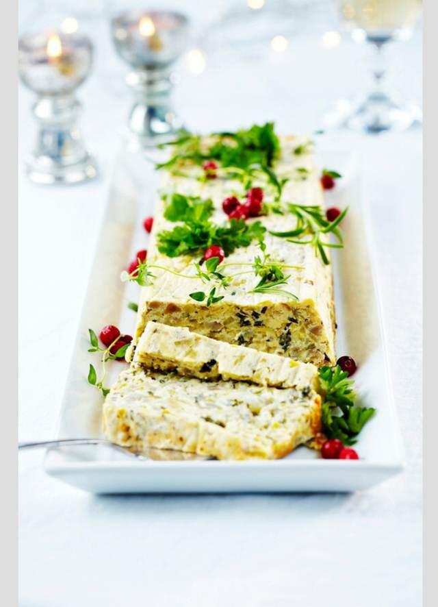 servicio de catering Navidad una tarta salada decoración