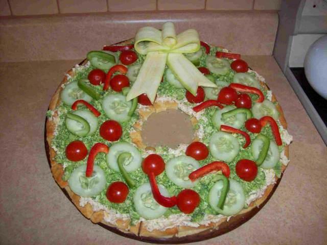 servicio de catering una pizza decorada colores navideñas