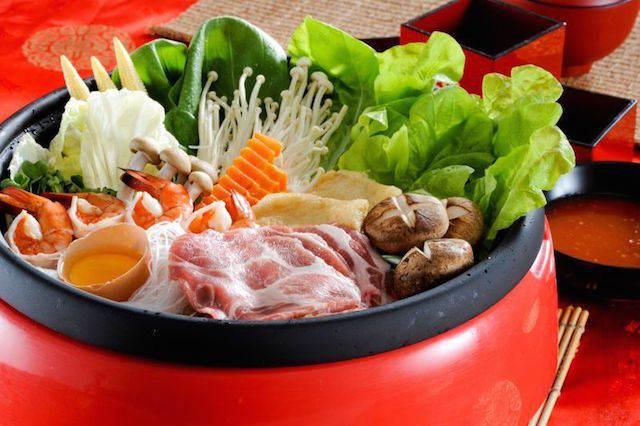 sukiyaki de ternera comida típica famosa Japón