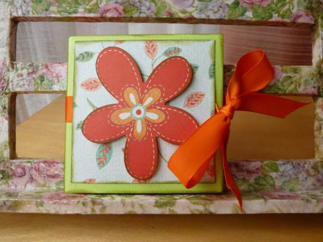 tarjetas de cumpleaños  una flor color naranja