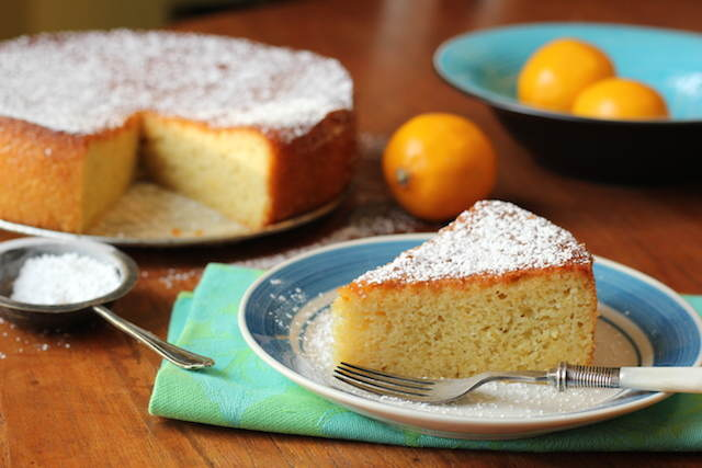 tarta con limón almendras decorado azúcar en polvo naranja