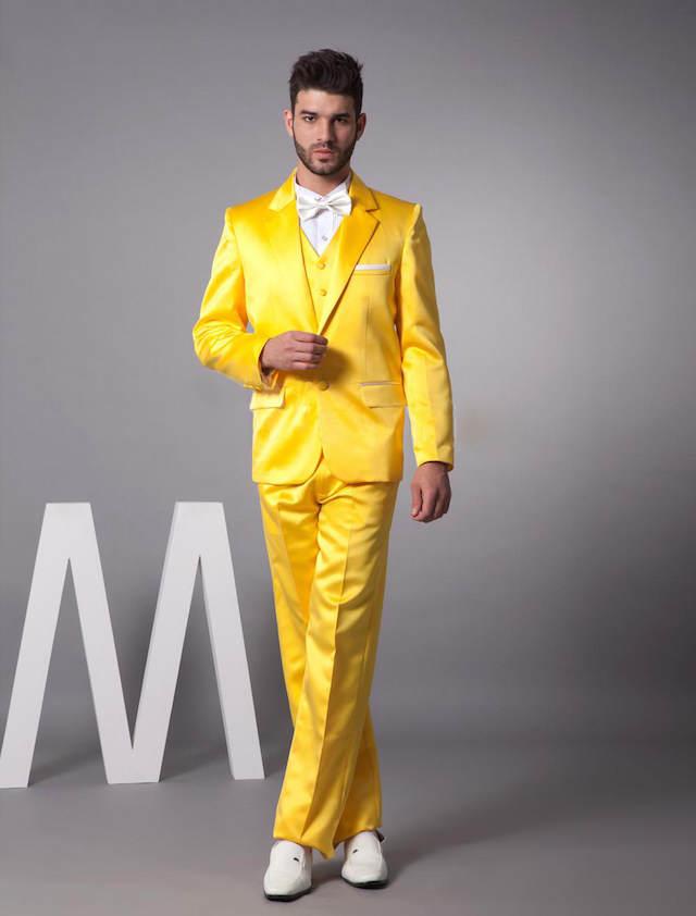 traje extravagante color amarillo tendencias modernas 2015