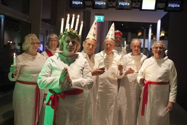 trajes divertidos para fiesta corporativa temática Navidad