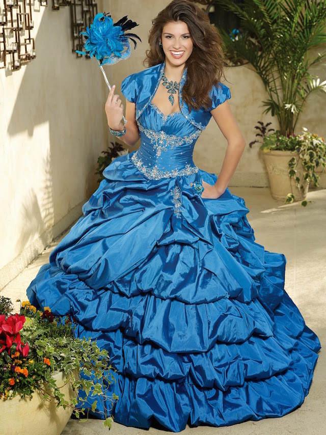vestido color azul real moderno detalles años 60 actuales