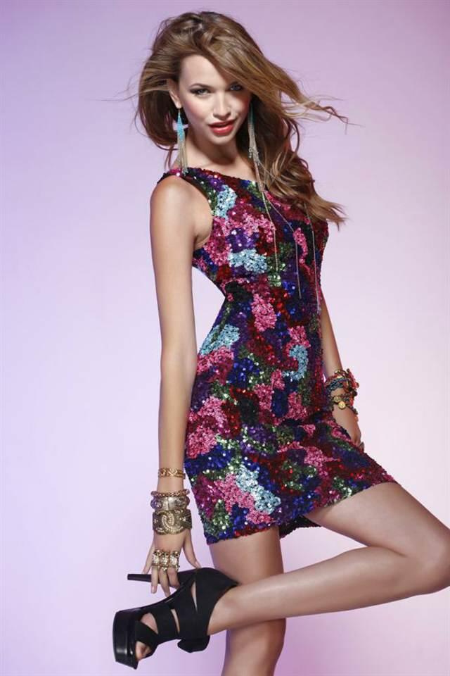 vestido corto modelo magnífico accesorios