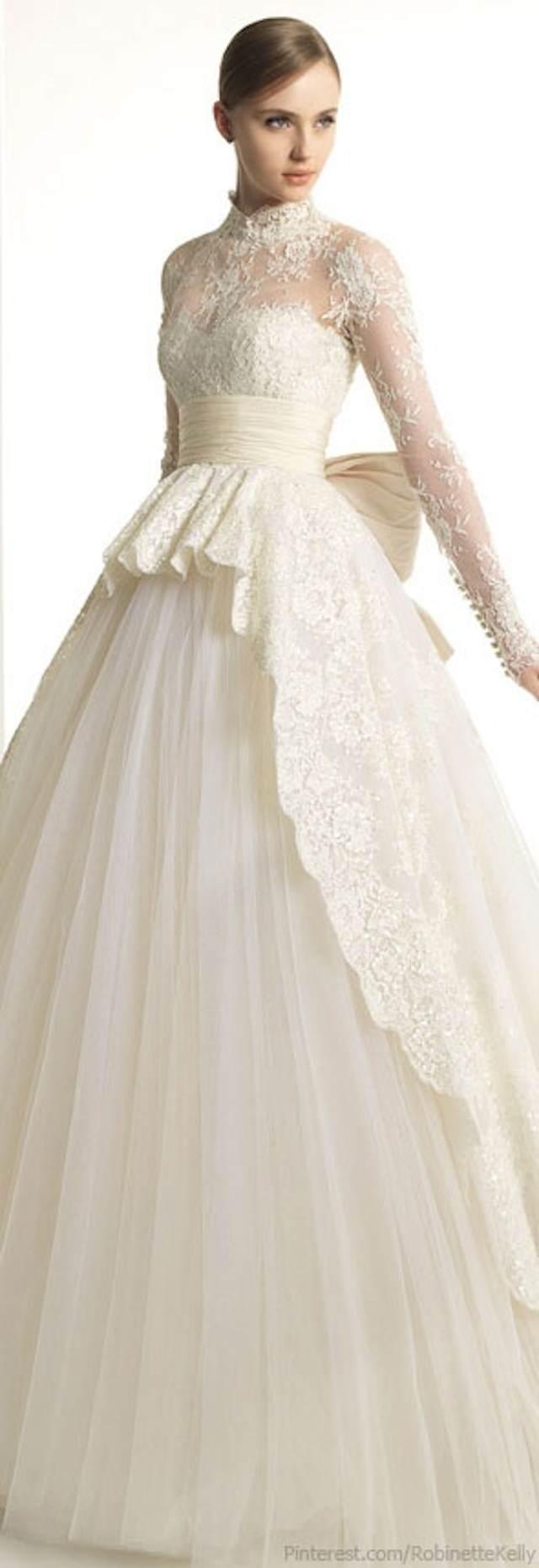 vestido de boda mangas largas estilo navideño encaje
