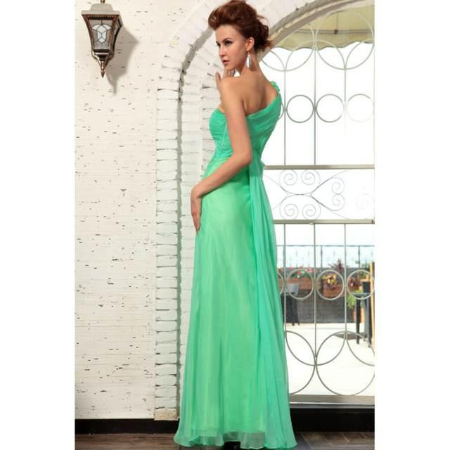 vestido de graduación de color verde largo sin manga