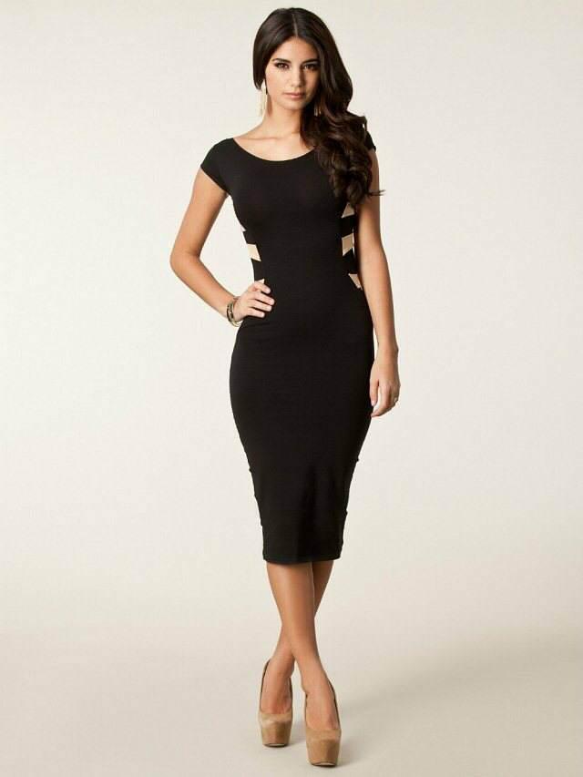 vestidos de cóctel con color negro y muy elegante