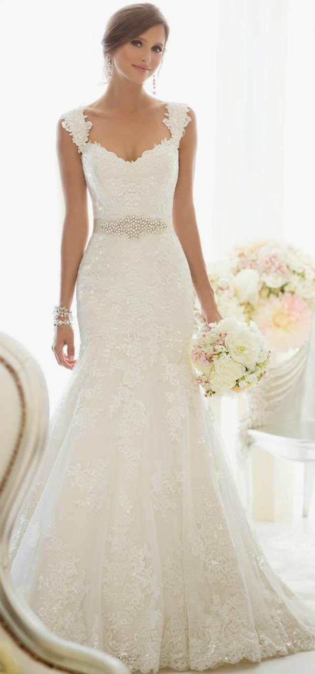 vestido elegante magnífico con accesorios y ramo de flores
