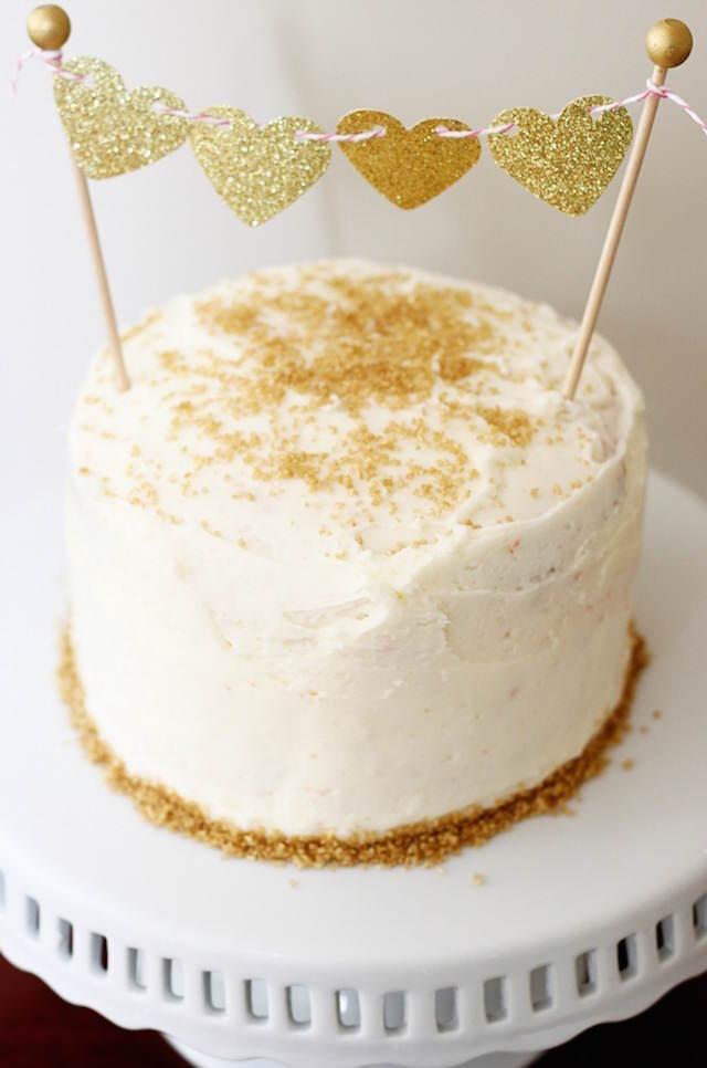 14 de febrero pastel elegante color oro
