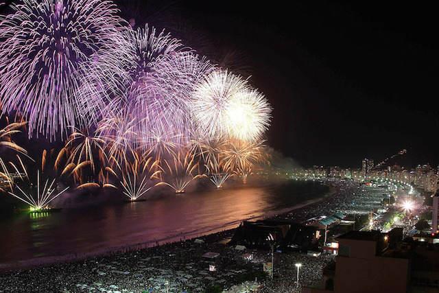 Año Nuevo 2015 Río de Janeiro pirotecnia exuberante