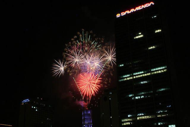 Bogota Colombia celebración Año Nuevo fuegos artificiales