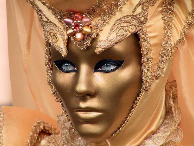 Carnaval de Venecia 2015 mascara dorada moda