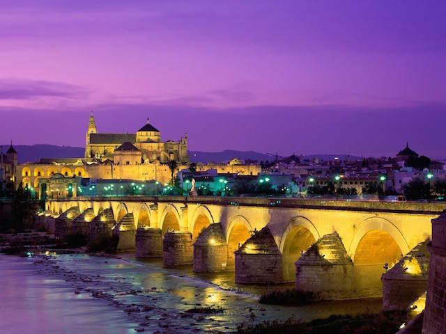 Día de Andalucía Cordoba puente romano Guadalquivir