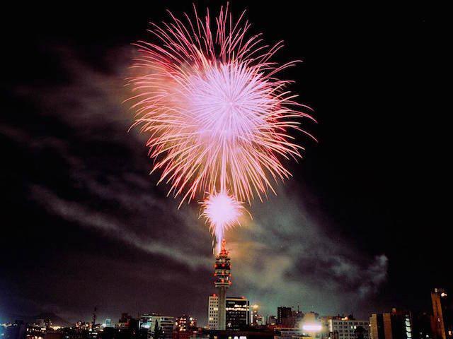 Santiago Chile celebración exuberante fuegos artificiales