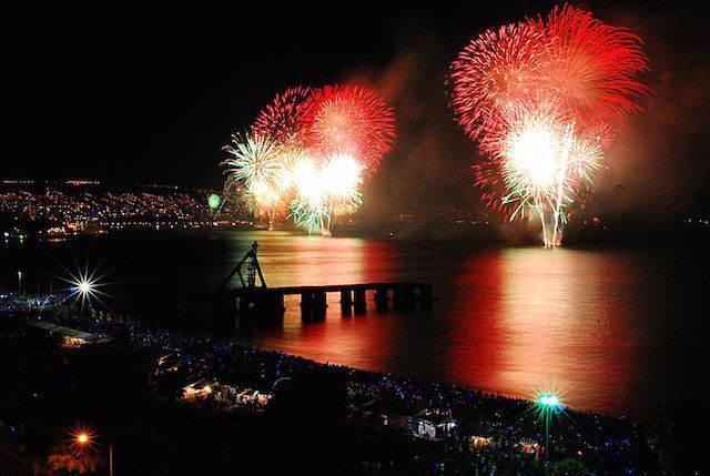 Valparaiso Chile Año Nuevo fuegos artificiales figuras
