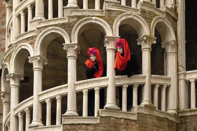 Venecia Italia carnaval personas con disfraces