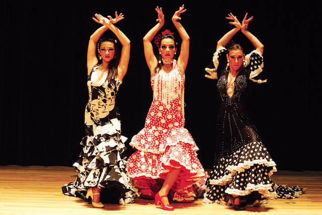 bailarinas profesionales flamenco día de Andalucía
