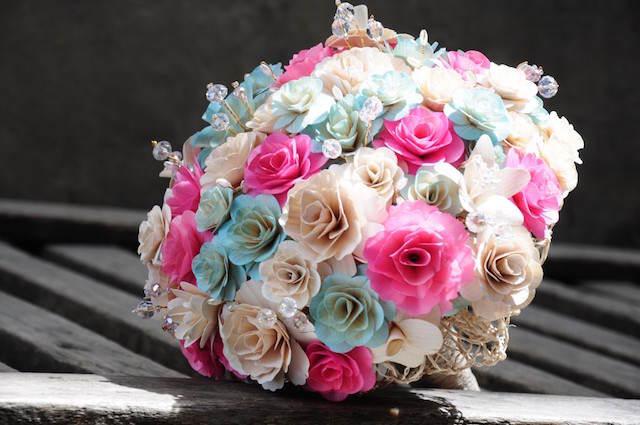 lindo ramo de flores colores tiernos