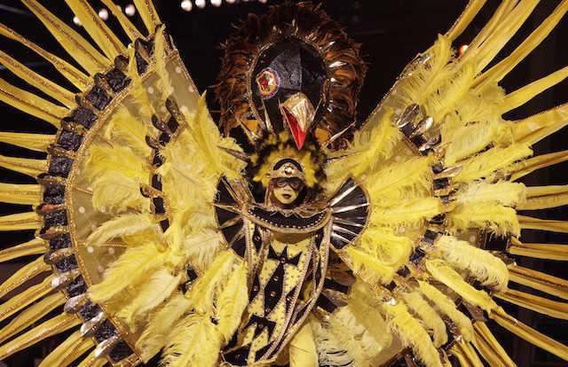 carnaval de Brasil arco iris colores amarillo