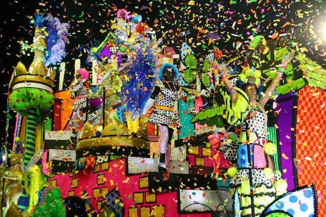 carnaval de Brasil Rio de Janeiro confeti pintados