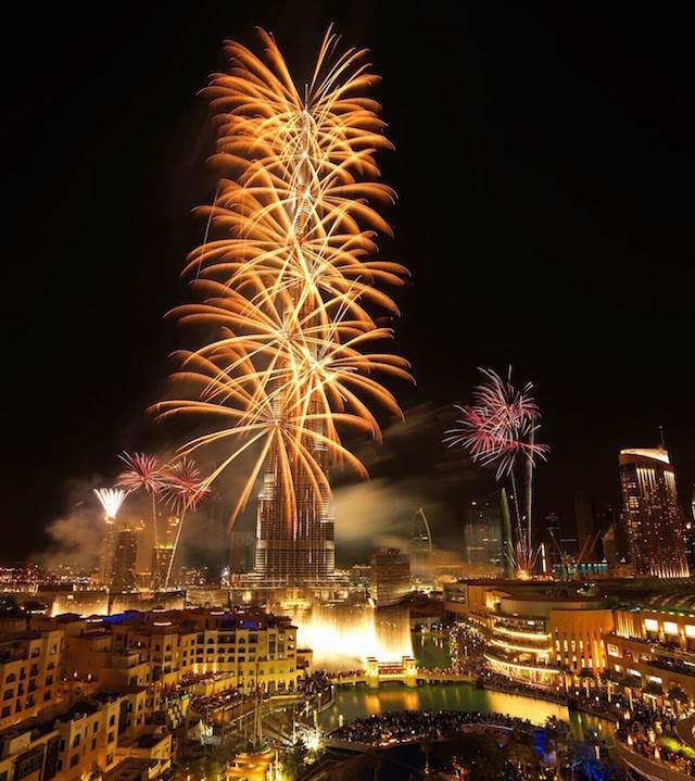 celebrar año nuevo entrante Dubai fuegos artificiales