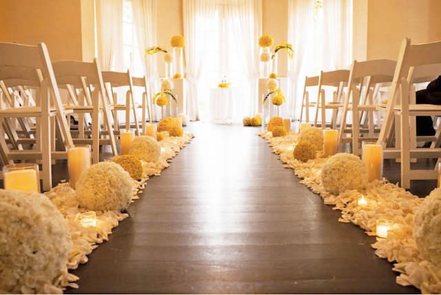 ceremonia elegante boda decoración flores amarillas