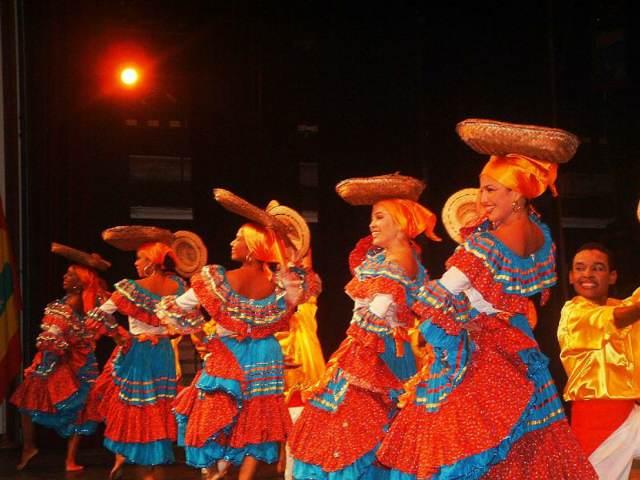 Colombia Barranquilla carnaval precioso bailes diferentes