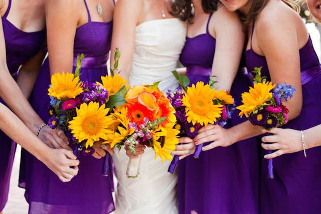 combinación flores amarillas decoración color lila