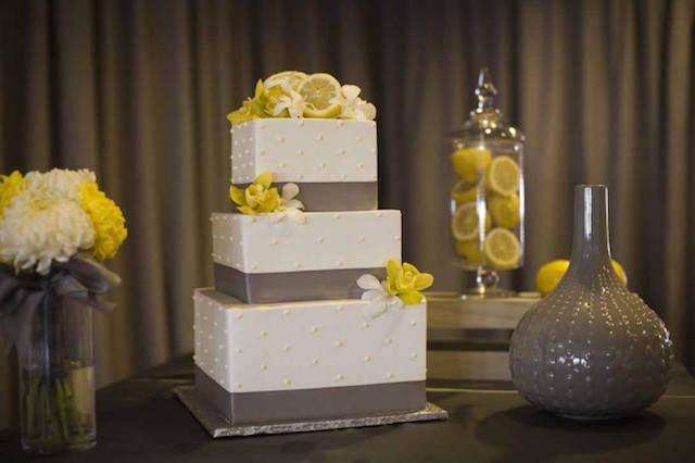 decoración boda amarillo gris básico blanco